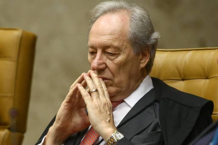 RICARDO LEWANDOWSKI - A FAVOR DE LULA: Segundo o magistrado, as decisões que condenaram Lula não foram bem fundamentadas. E a execução da pena só deve começar após o esgotamento de todos os recursos, para correção de erros e injustiças