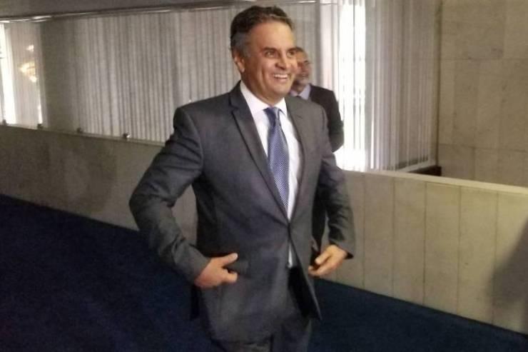 Senador tucano Aécio Neves depois de se tornar réu acusado de corrupção e obstrução da Justiça