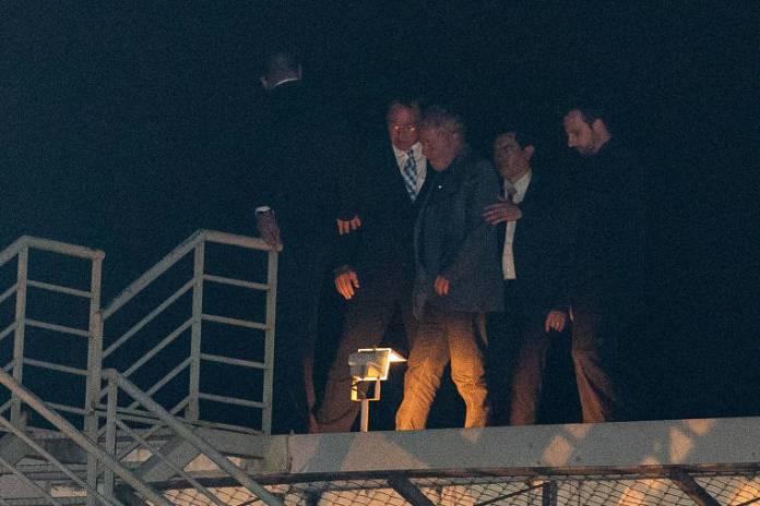 O ex-presidente brasileiro Luiz Inácio Lula da Silva chega à sede da Polícia Federal, em Curitiba