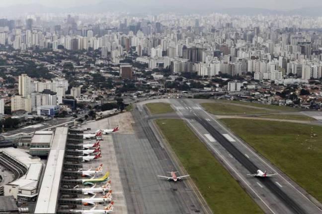 Vista aérea do aeroporto de Congonhas na zona sul de São Paulo
