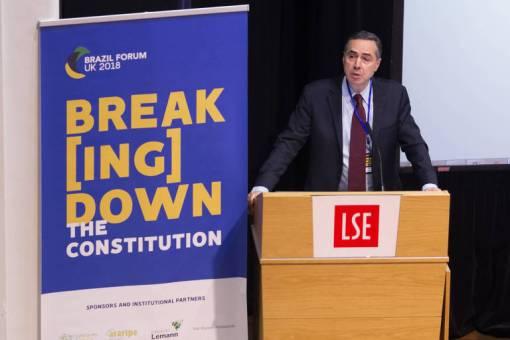O ministro do STF, Luís Roberto Barroso, durante evento na Brazil Forum UK, evento de debates criado por brasileiros na London School of Economics