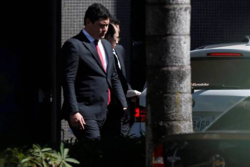 Ministro Helton Yomura deixa a sede da Polícia Federal em Brasília