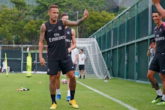 Neymar participa do treino do PSG em Shenzen, na China, na preparação para a Supercopa da França