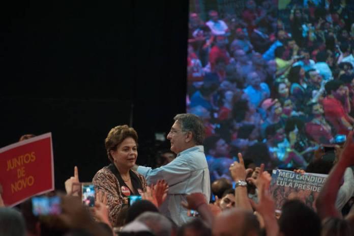 A ex-presidente Dilma Rousseff e o governador Fernando Pimentel confirmam suas candidaturas em convenção do PT na periferia de Belo Horizonte
