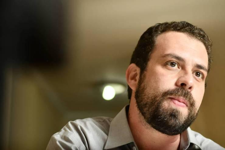 O presidenciável do PSOL, Guilherme Boulos, durante entrevista na sede do partido em São Paulo