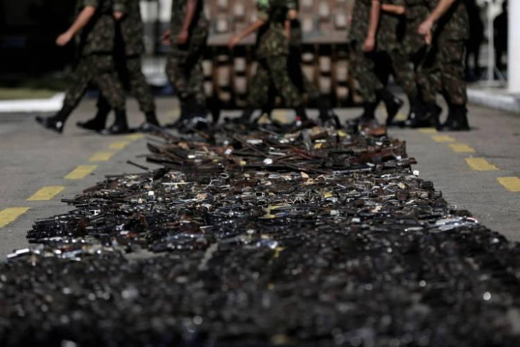 Militares destroem quase 9.000 armas apreendidas com criminosos ou entreguesvoluntariamente por cidadãos no Rio de Janeiro