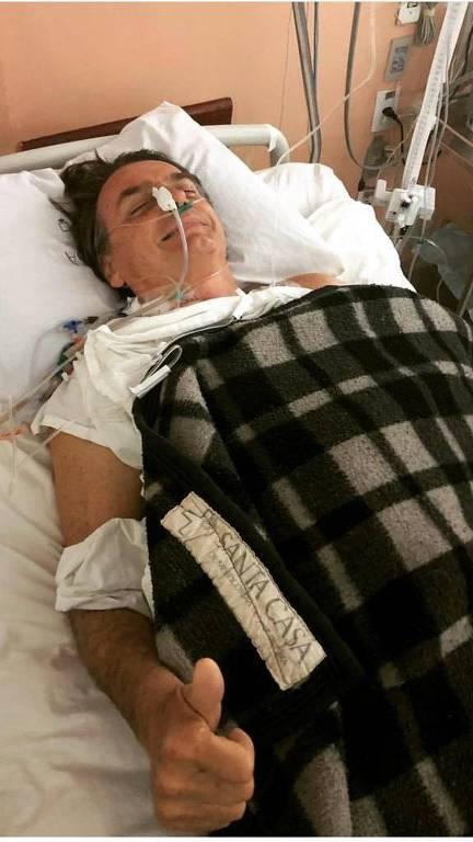 Foto divulgada por apoiadores de Jair Bolsonaro (PSL) mostra o presidenciável após passar por cirurgia em hospital de Juiz de Fora (MG)