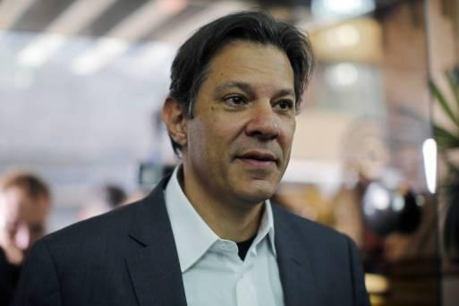 Fernando Haddad ao chegar à reunião da executiva nacional do PT que o oficializou como candidato à Presidência no lugar de Lula