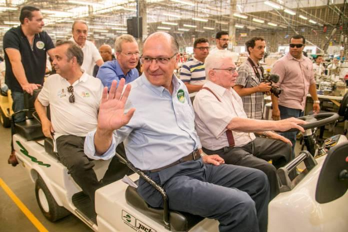 O candidato à Presidência da República Geraldo Alckmin (PSDB) durante visita à confecção do Grupo Guararapes em Natal, no Rio Grande do Norte