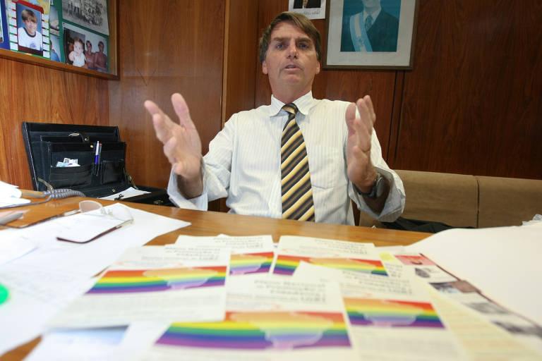 Presidente eleito Jair Bolsonaro (à época deputado federal pelo PP/RJ), no seu gabinete na Câmara dos Deputados, após falar contra o que chama de