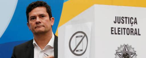 Brazilian federal Judge Sergio Moro, casts his vote in Curitiba, Brazil October 7, 2018. REUTERS/Rodolfo Buhrer ORG XMIT: SMS18