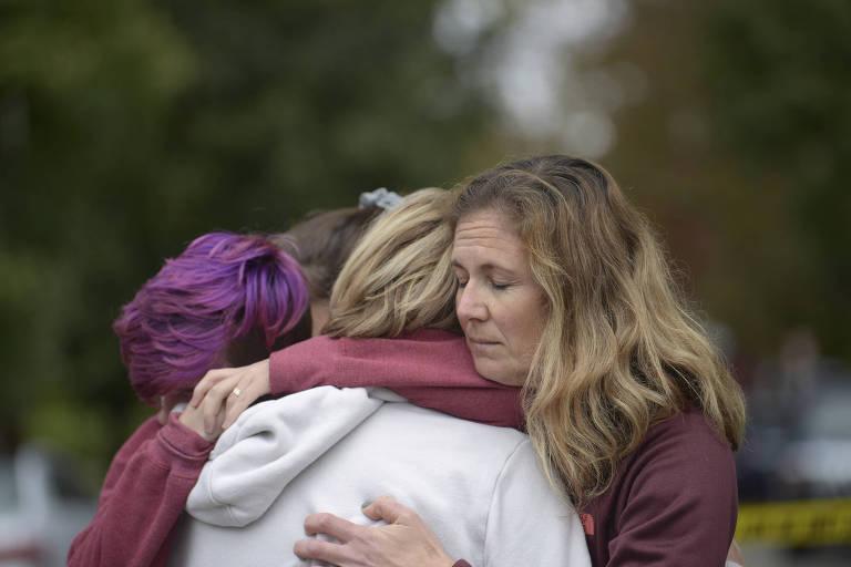 15406654565bd4b07060dc0 1540665456 3x2 md - Atirador deixa ao menos onze mortos em sinagoga nos EUA