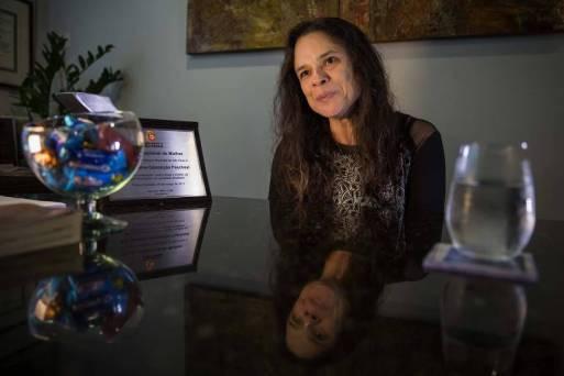 Janaina Paschoal, eleita deputada estadual pelo PSL-SP,  em seu escritório