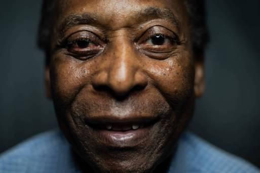 Pelé sorri durante entrevista para a Folha na sede do museu que leva seu nome, em Santos