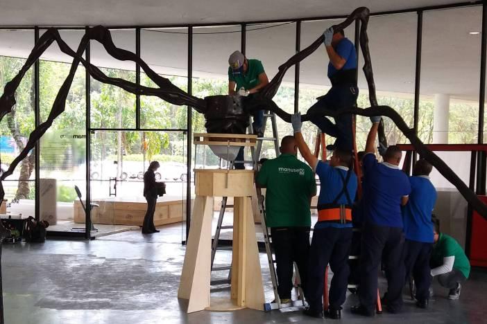 Escultura é desmontada no MAM antes de seguir em turnê pelo país