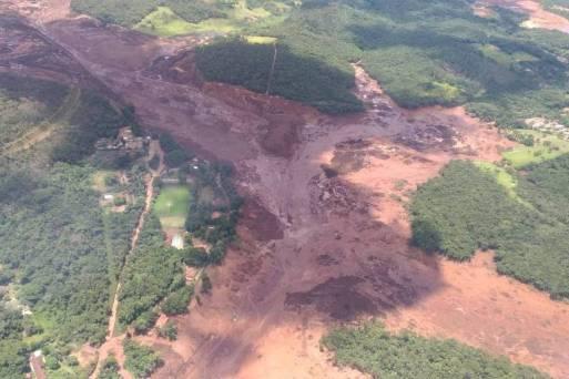 Barragem rompe e casas são atingidas em Brumadinho, na Grande BH