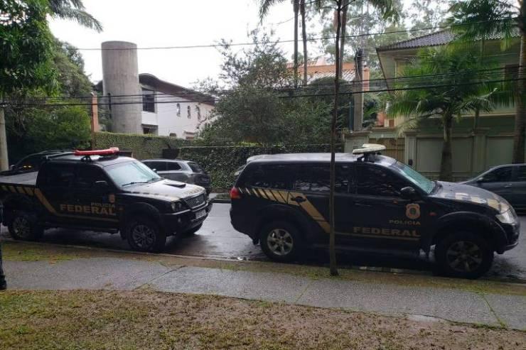 Polícia Federal em frente à casa de Temer, no Alto de Pinheiros