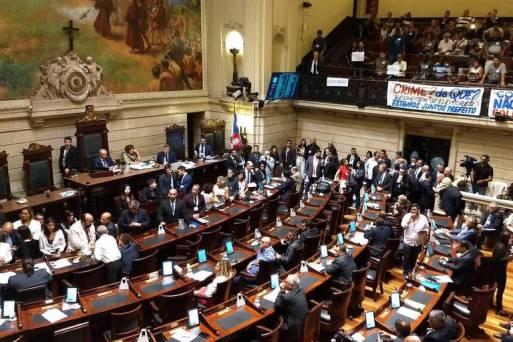 Vereadores durante a sessão em que foi aprovada a abertura de processo de impeachment do prefeito Marcelo Crivella