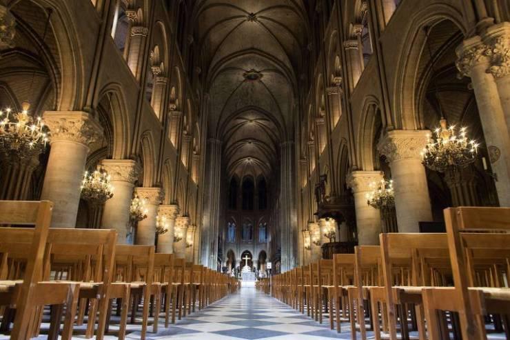Interior da catedral de Notre-Dame de Paris em 2012