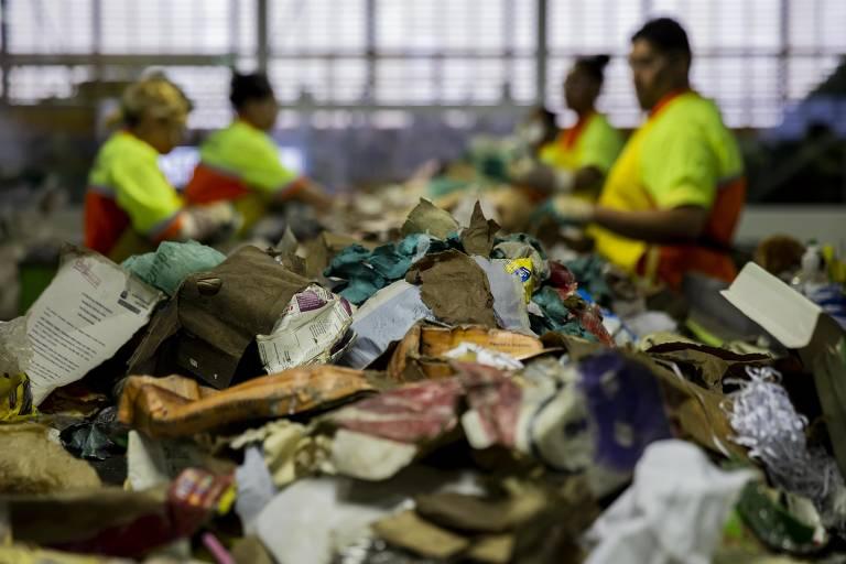 Triagem de lixo reciclável em São Paulo