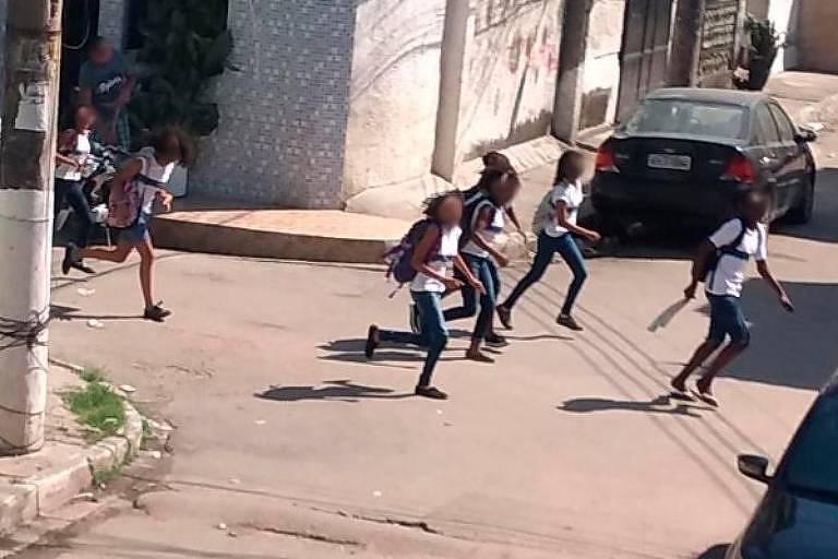 Professores acalmam alunos com música durante operação que matou 8 no Rio