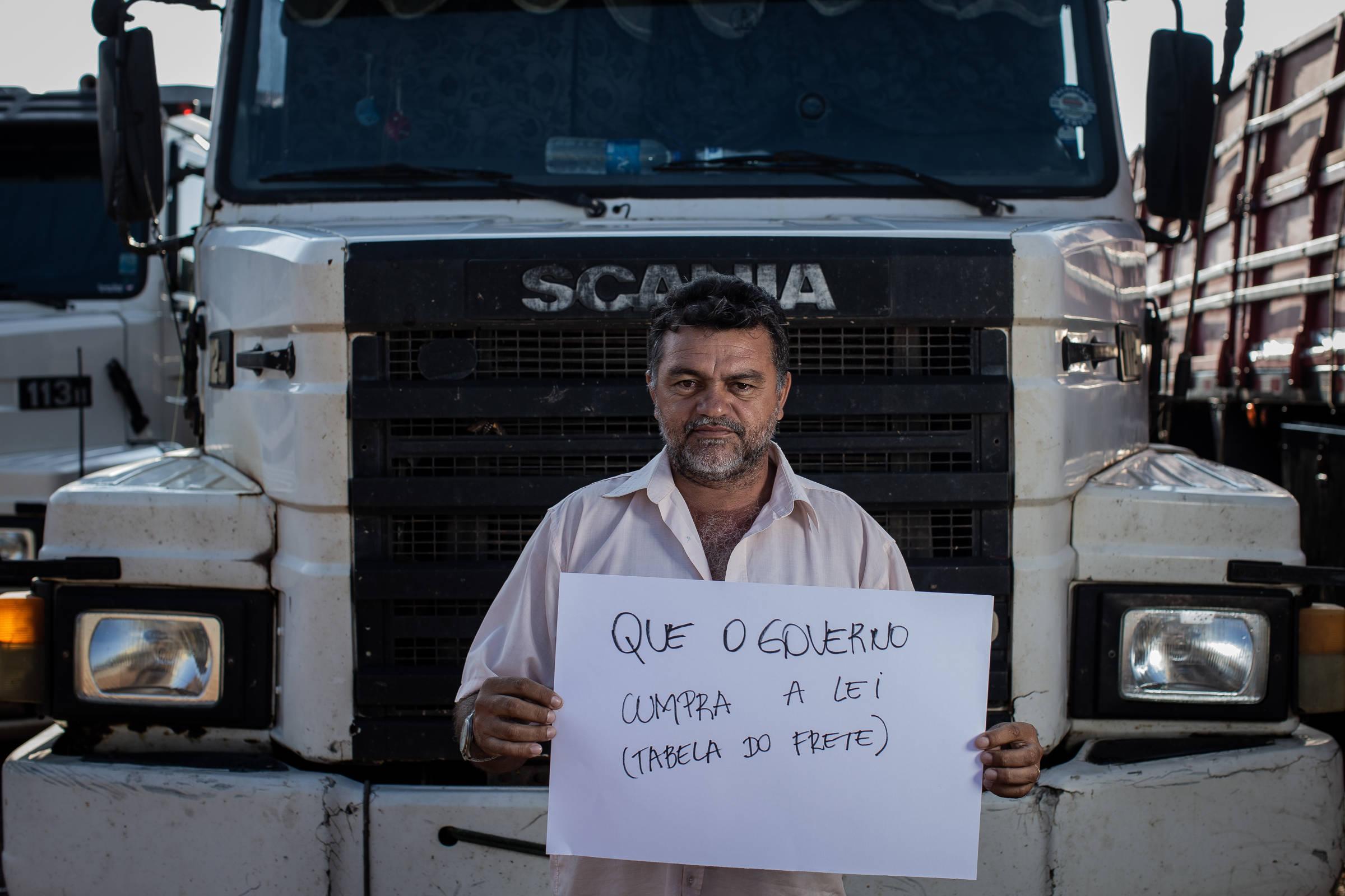 Vida está muito pior um ano após mobilização, dizem caminhoneiros