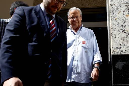 O ex-ministro petista José Dirceu ao deixar prisão em Brasília em junho de 2018; após 11 meses, ele volta ser preso, agora em Curitiba