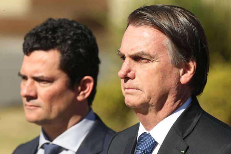 Jair Bolsonaro e Sergio Moro em cerimônia de comemoração do 154º aniversário da Batalha Naval do Riachuelo e imposição da Ordem do Mérito Naval, no Grupamento dos Fuzileiros Navais, em Brasília (DF)