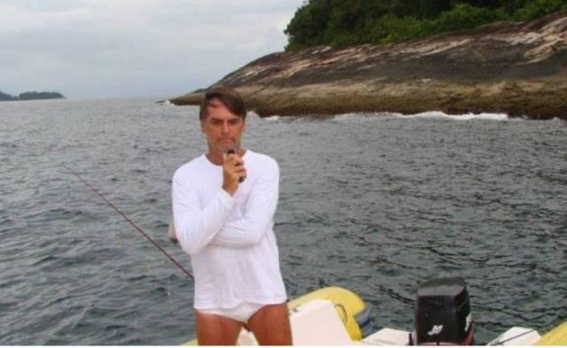 Ibama: No início do ano, o Ibama (Instituto Brasileiro de Meio Ambiente) exonerou o fiscal que multou Bolsonaro em 2012 por pescar na Estação Ecológica de Tamoios, no Rio de Janeiro