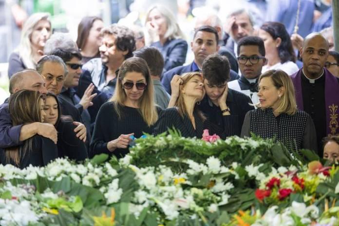 Enterro do apresentador Gugu Liberato no Cemitério Gethsêmani, no bairro de Morumbi, zona sul da capital. Confira mais fotos do sepultamento na galeria