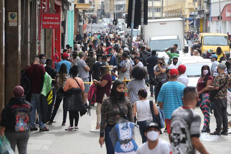 Movimentação na rua 25 de Março, na região central de SP