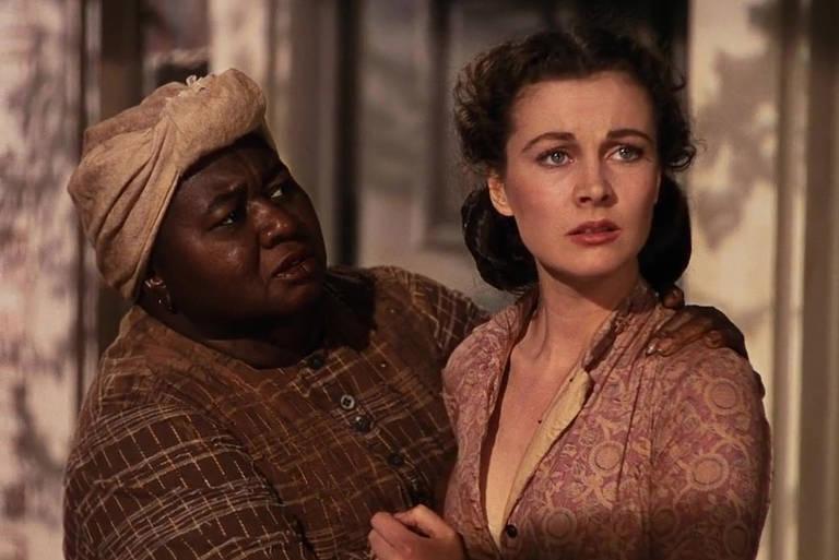 """Hattie McDaniel e Vivien Leigh em cena de """"E o Vento Levou"""""""