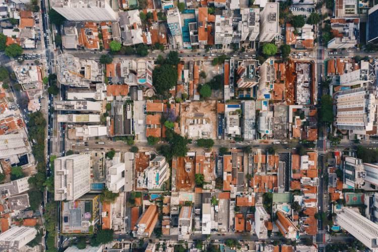 Empreendimentos no quarteirão entre as ruas Cristiano Viana (acima), Arthur de Azevedo (direita) e Av. Rebouças (esquerda), Alves Guimarães (centro) e Capote Valente (abaixo)