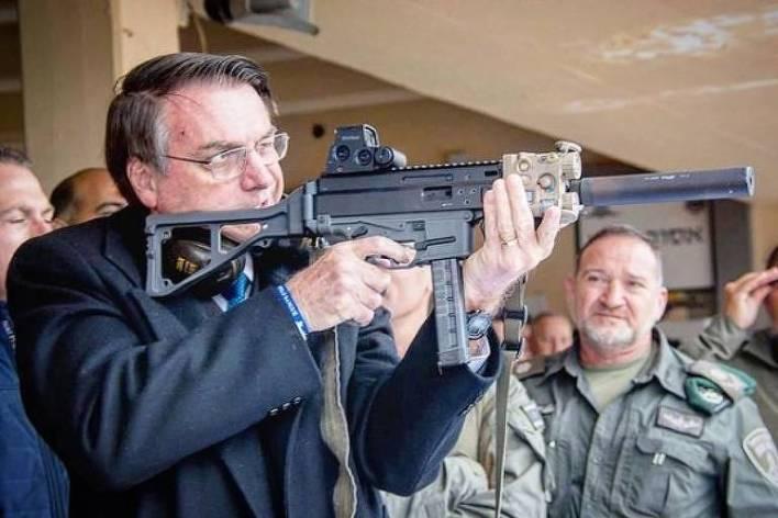 As armas e os Bolsonaro