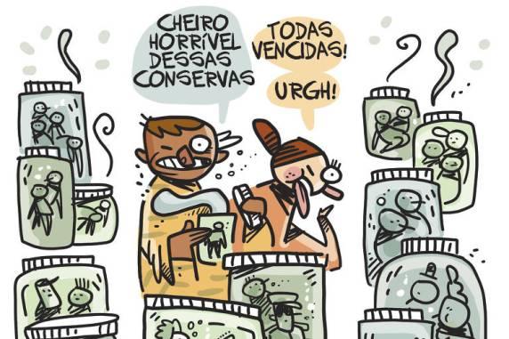 """Ilustração de duas pessoas rodeadas por potes de vidro tampados com pessoas imersas em um líquido dentro. Uma das pessoas centrais abre um potinho e diz """"Cheiro horrível dessas conservas"""" e a outra responde """"Todas vencidas! Urgh!"""" e faz uma careta com a língua para fora."""