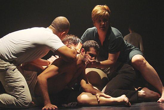 """Cena do espetáculo """"Dimensão Oculta"""", da companhia Danças, que participa do Semanas de Dança - Público, no Centro Cultural São Paulo"""