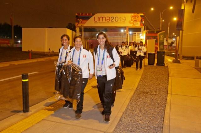 En este primer grupo estuvieron los seleccionados de Gimnasia, como Aitana Orrego, quien llegó esta tarde para sumarse a su equipo que competirá en el Polideportivo Villa El Salvador, a pocos metros de la Villa Panamericana.