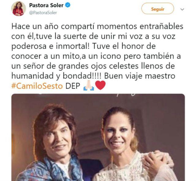 La cantante española Pastora Soler compartió una foto deella y Camilo Sesto de hace un año cuando pudo