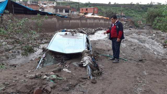 Jorge Velarde Villafuerte contó a RPP que anoche, su hija Sheyla Velarde Cruz (23), manejaba el auto de placa V2H 558, ella estaba acompañada de su mamá Julia Cruz Zuñiga (46) y su hermana mayor Erika.