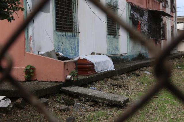 La fulminante propagación de laCOVID-19en la provincia de Guayas, cuya capital Guayaquil es una de las ciudades del mundo más castigadas por el coronavirus per cápita, ha creado una situación de abandono de cadáveres que las autoridades tratan de resolver.