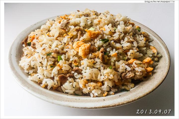 [小薛食譜]肉絲蛋炒飯 | 粒粒分明輕鬆料理的黃金炒飯!