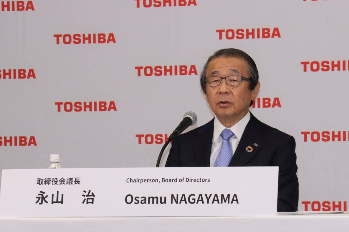 Osamu Nagayama, chairman of Toshiba's board of directors, holds a news conference in Tokyo on June 14. The firm's annual general shareholders meeting on Friday is set to be a showdown between Toshiba's board of directors pushing to retain Nagayama and investors who want him out.   COURTESY OF TOSHIBA / VIA REUTERS