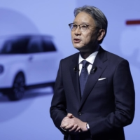 Honda Motor Co. President Toshihiro Mibe said the firm will aim at stopping selling gasoline-powered cars worldwide by 2040, becoming the first of Japan's automakers to state it publicly. | BLOOMBERG