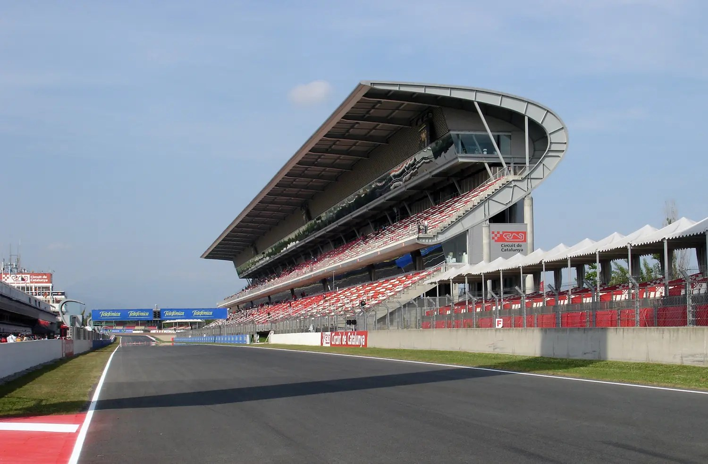 F1: des spectateurs au Grand Prix du Portugal au mois d'octobre