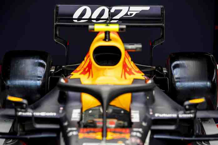 f1chronicle-ASTON_MARTIN_RED_BULL_RACING_2