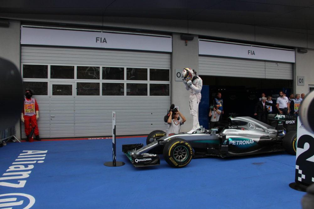Lewis à l'arrivée du GP d'Autriche © Angélique Belokopytov