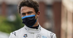 'Mercedes plan to give De Vries a Williams seat'