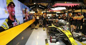 Ricciardo reveals awkward first Renault interactions