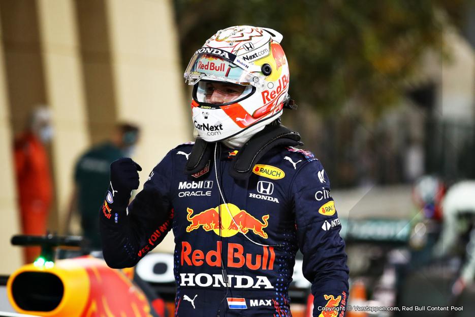 Max Verstappen overtuigend naar pole positie in Bahrein: 'Geweldige start'
