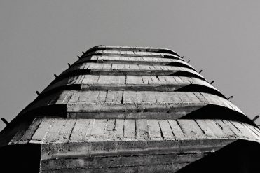 edificio-residenziale-brutalista-giacomo-scarpini-milano